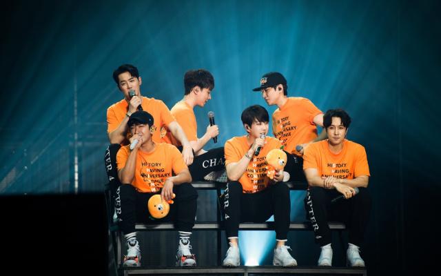 Shinhwa počas 2019 SHINHWA 21st ANNIVERSARY CONCERT CHAPTER 4