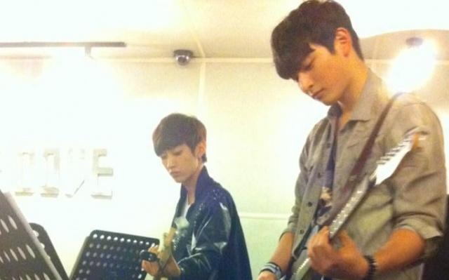 Jin Woon a Jinyoung sa pripravujú na špeciálne vystúpenie