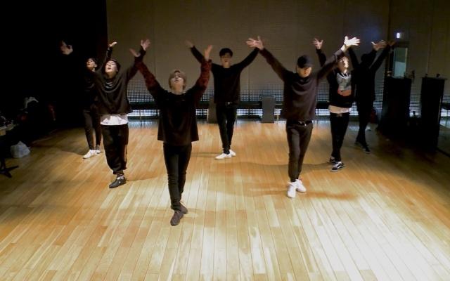 Love Scenario dance practice