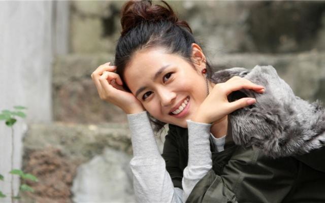 Usměvavá Son Ye Jin