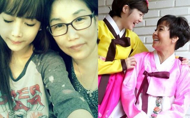 Vlevo: Soyeon se svou maminkou. Vpravo: Boram se svou maminkou