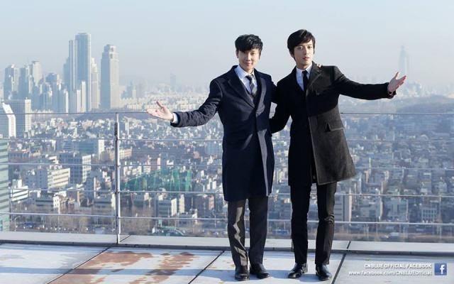 JJ Lin a Jung Yong Hwa během natáčení společného videoklipu
